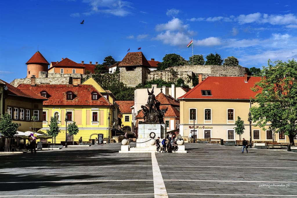 widok na stare miasto Eger