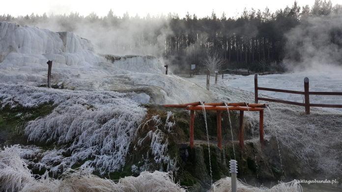 osady wapienne w termalnych źródłach