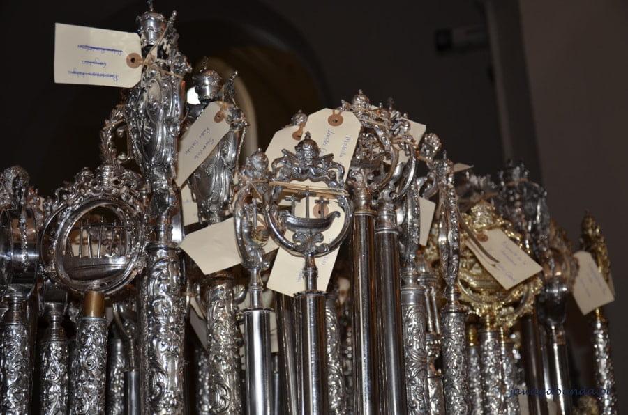 srebrne perła z karteczkami w