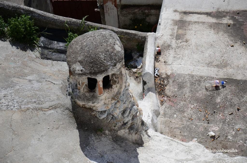kominy z domów w jaksiniach