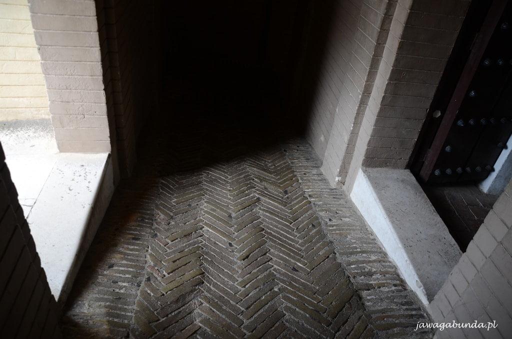 wejście na wieżę Giralda w Sewilli