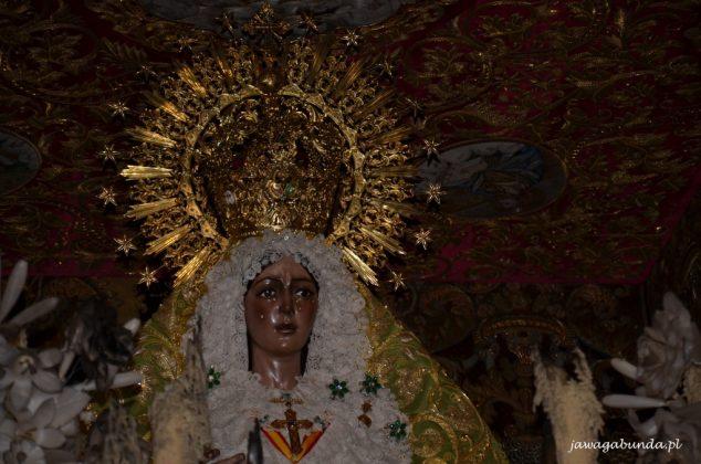 rzeźba Matki Boskiej macareny