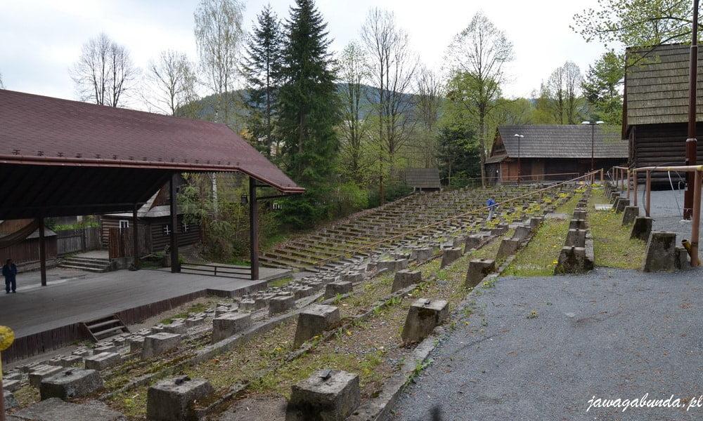 skansen i amfiteatr w łomnej Dolnej