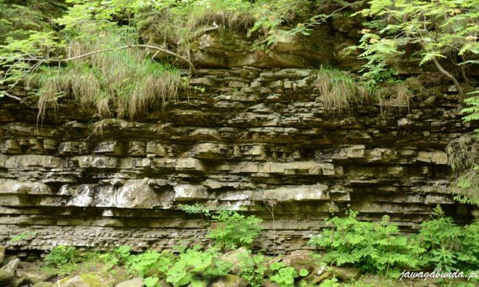 potok w górach skały osadowe fliszowe