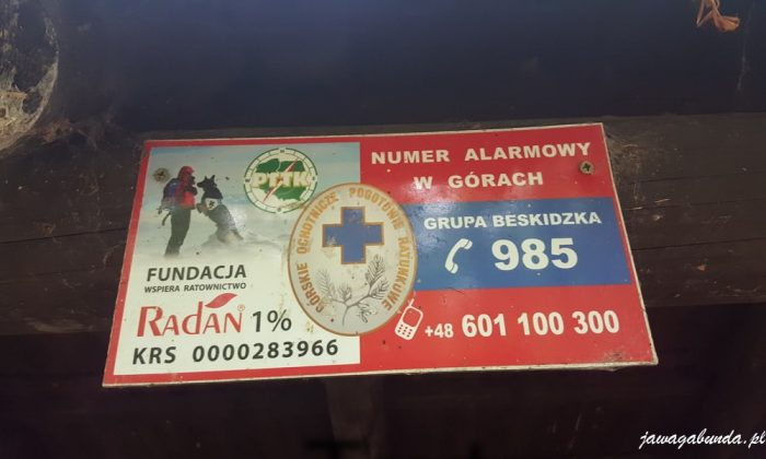 tablica z numerem telefonu beskidzkiej grupy gopr 985 lub 601 100 300