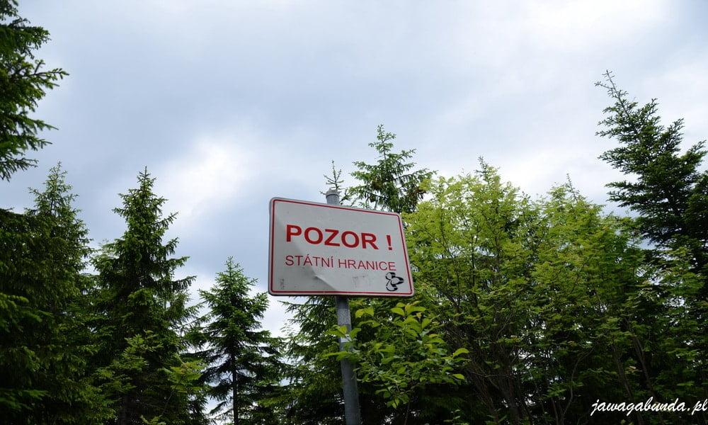 tablica z napisem po czesku uwaga granica przekraczanie zabronione
