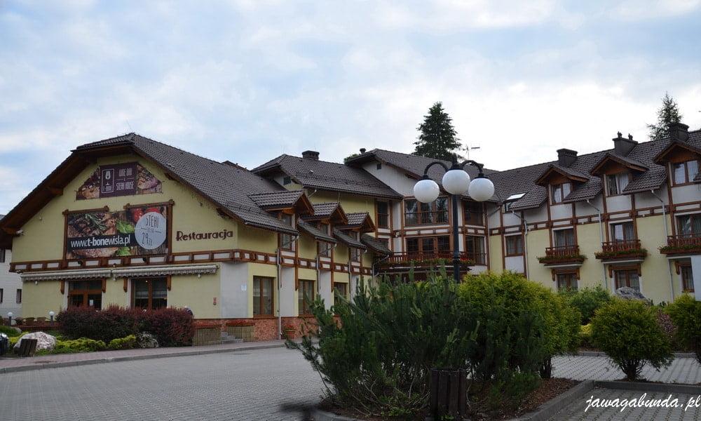 duży budynek hotelu