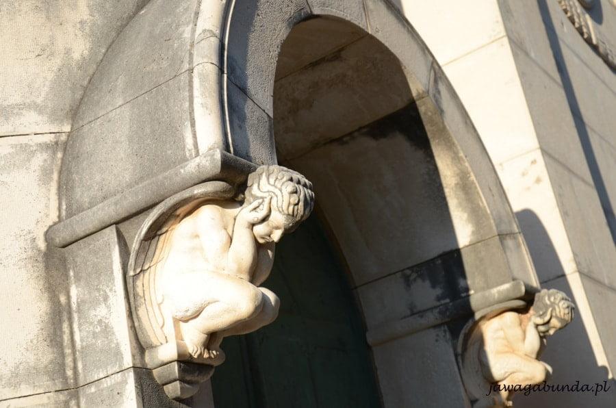 anioły na mauzoleum