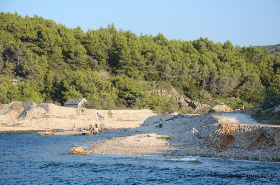 kamienna plaża i zatoczki
