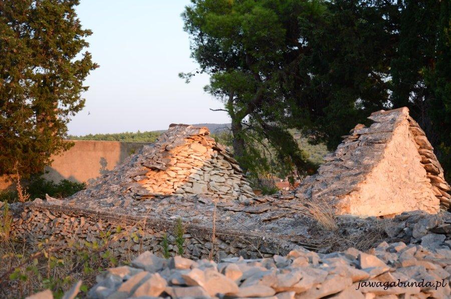 male, kamienne domy