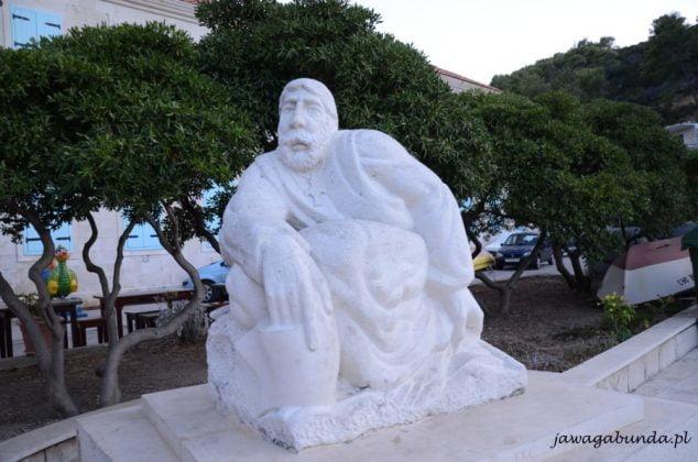 rzeźba z mammuru