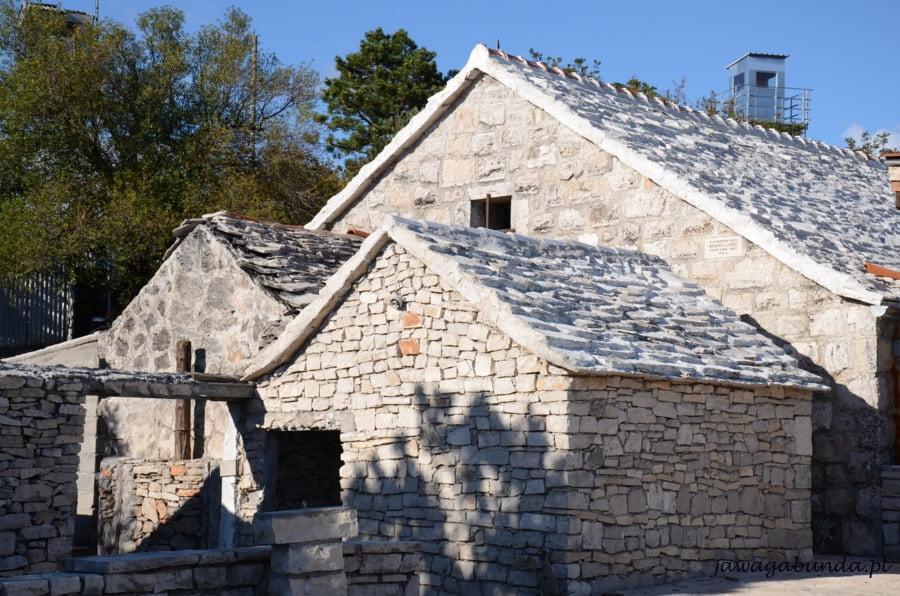 opuszczone , kamienne domy