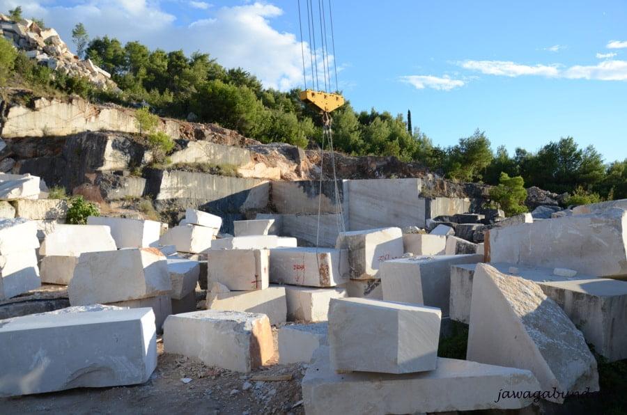 bloki marmuru w kamieniołomie