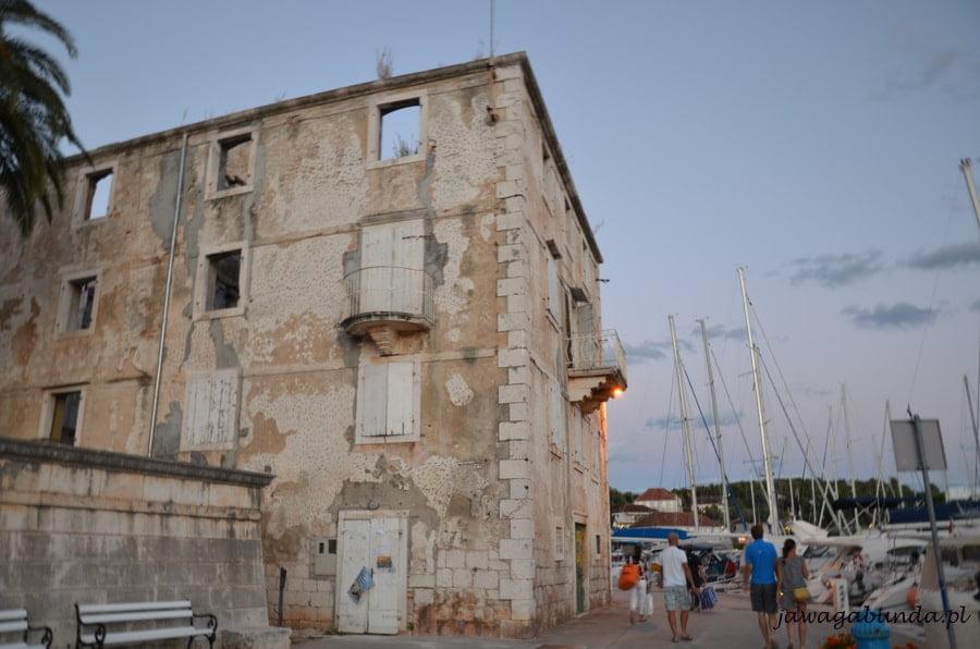 dom w ruinie