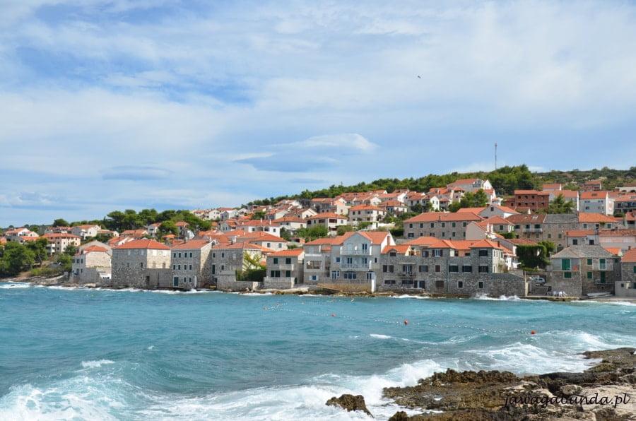 morze i kamienne domy miasteczka