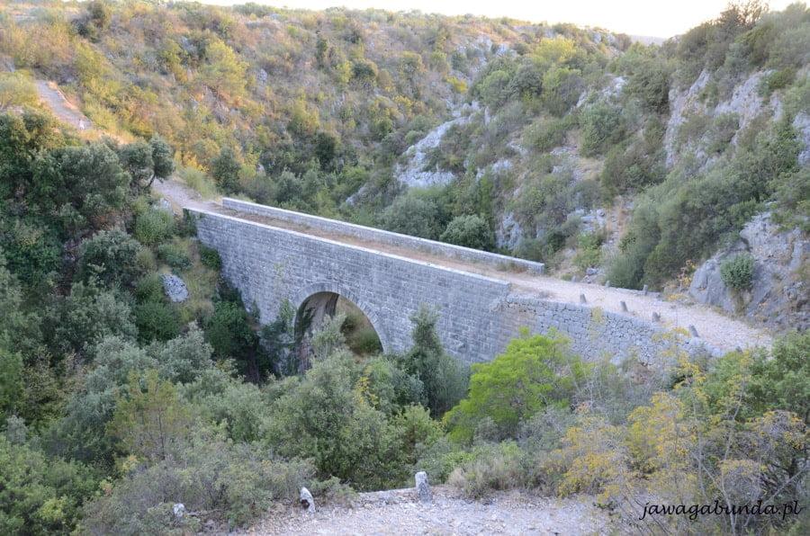 most kamienny prowadzi do nikąd