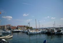 port i liczne jachty