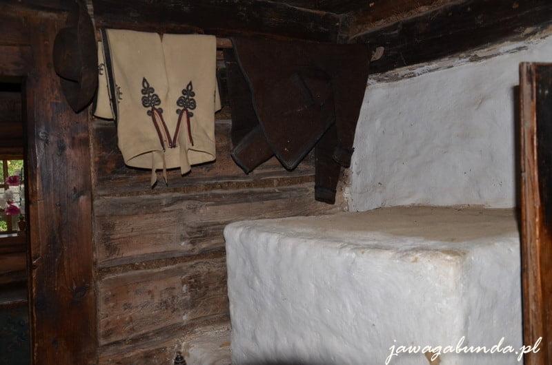 spodnieorawskie spodnie wykonane z wełny zawieszne na sznurku