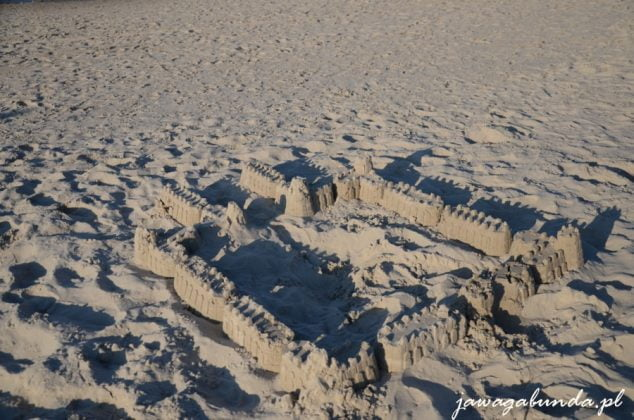 budowle z piasku na plaży