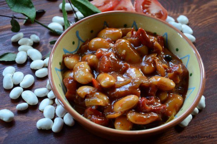 potrawa z fasoli w miseczce