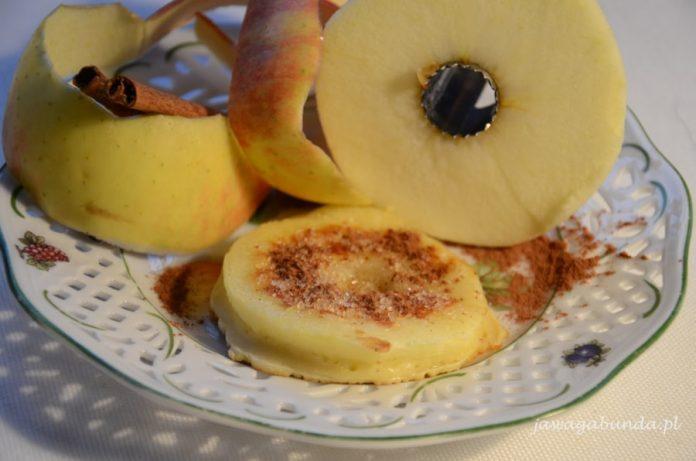 jabłka zapiekane w cieście naleśnikowym