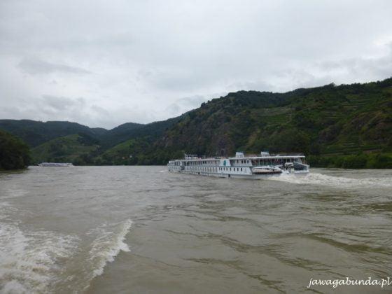 starek pasażerski na rzece
