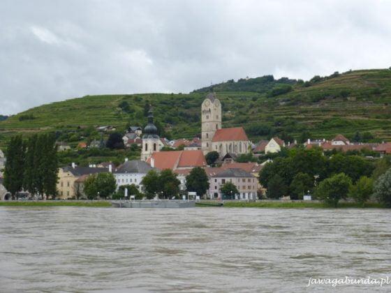 miasto na wzgórzu położone nad rzeką
