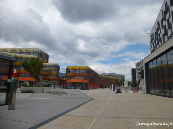 nowoczesne budynki w centrum miasta