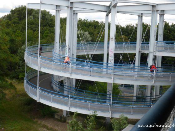 podjazd na most w formie ślimaka