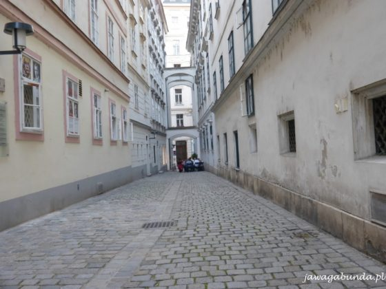 wąska ulica w Wiedniu