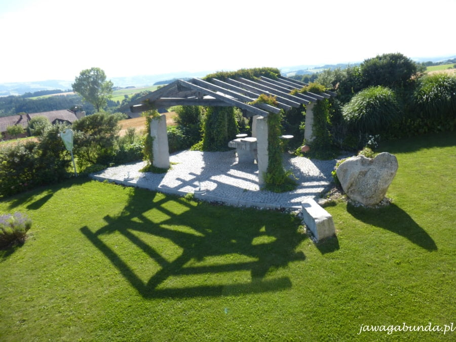 ogród z zabudowaniami