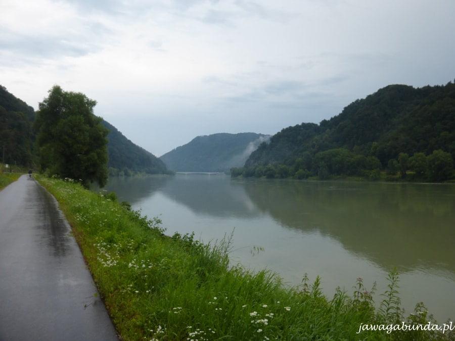 pagórki, las i rzeka