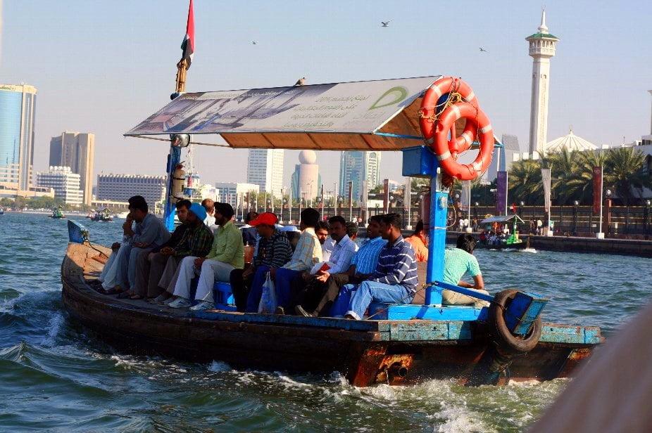 ludzie na łódce, łódka bez burt
