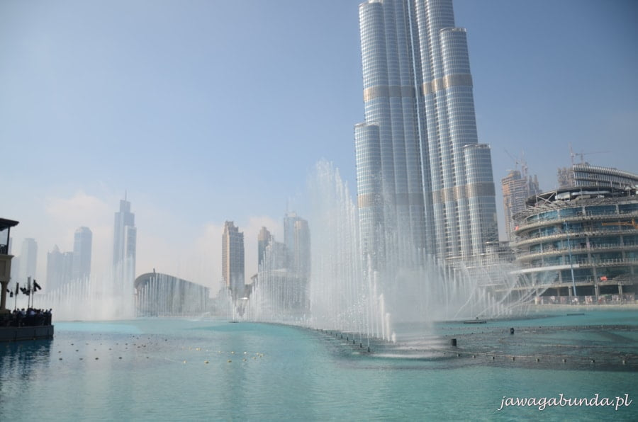 fontanny prze wieżowcem