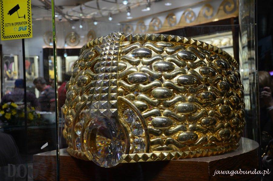 olbrzymi pierścień wykonany ze złota - największy na świecie