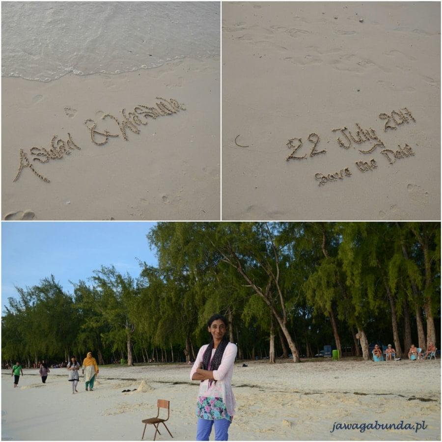 kolaż kobieta na plaży i napisy na piasku
