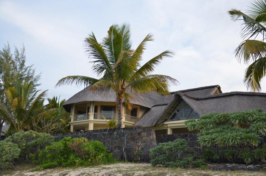 piękny dom wśród palm