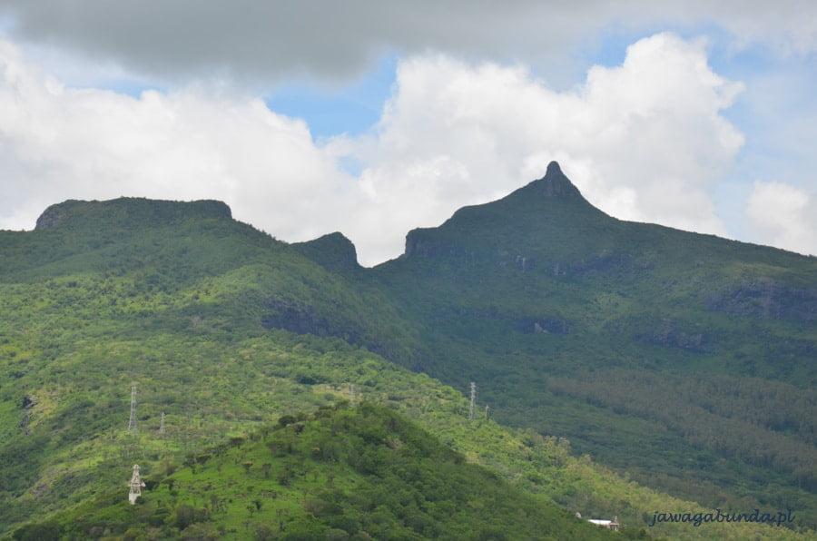 postrzępione szczyty gór