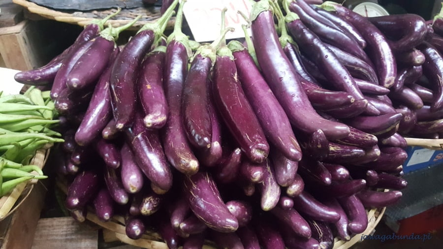 mocno fioletowe warzywo - bakłażan