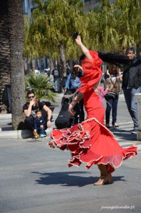 kobieta tańczy flamenco