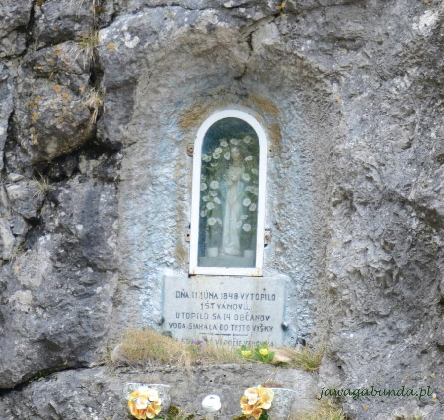 kapliczka matki Boskiej na skale