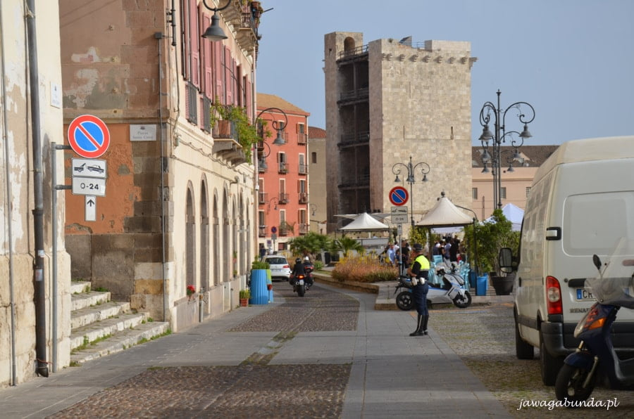 stara wieża i ulica