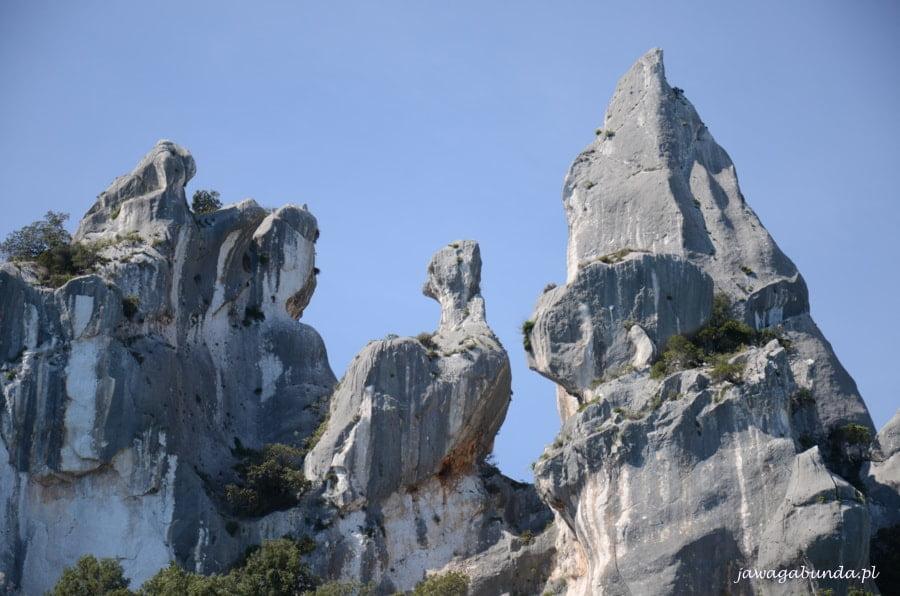 skały w różnych kształtach