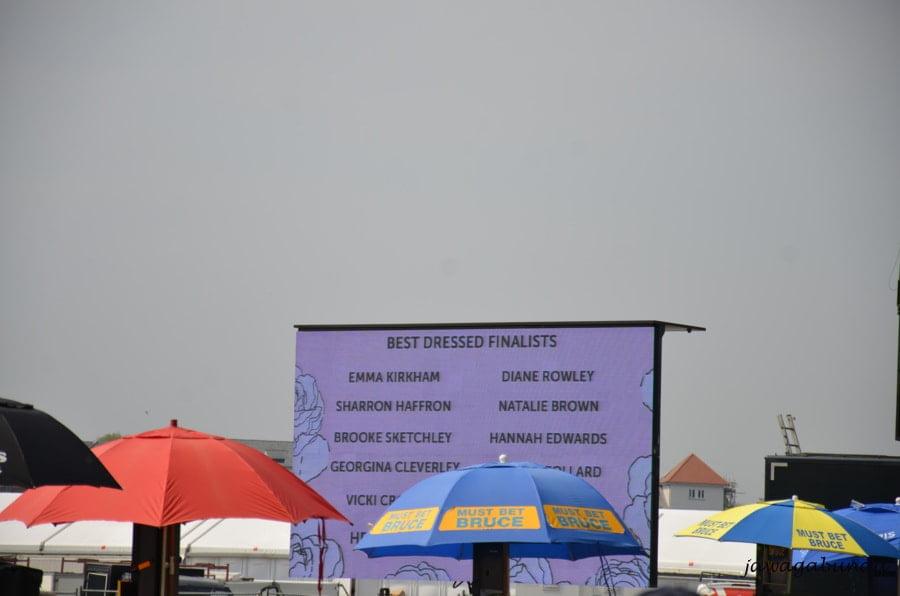 tablica z nazwiskami zwyciężczyń day ladies