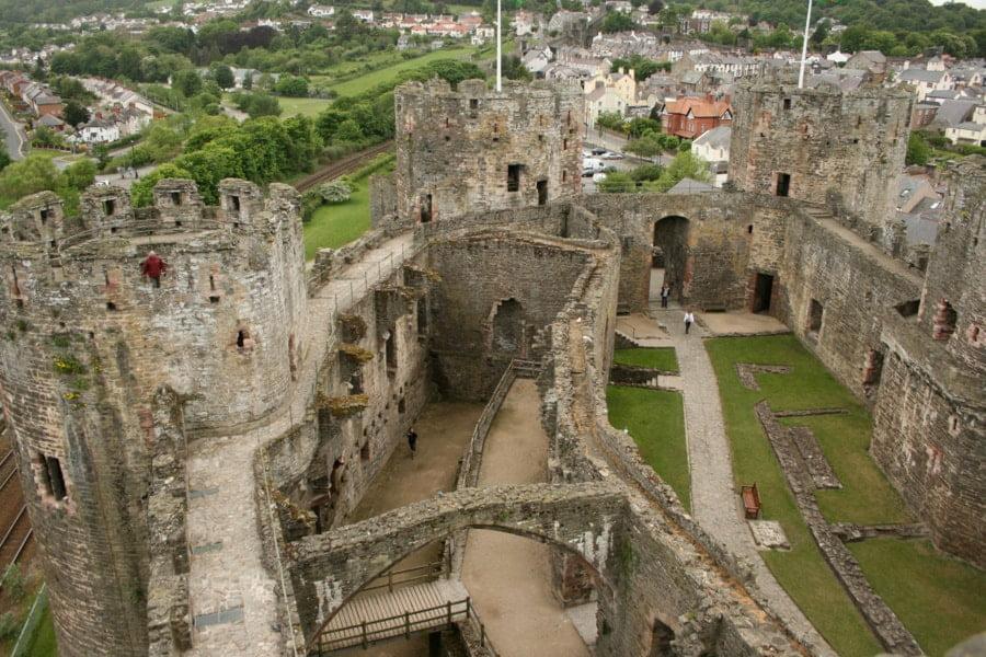 ruiny zamku od wewnątrz