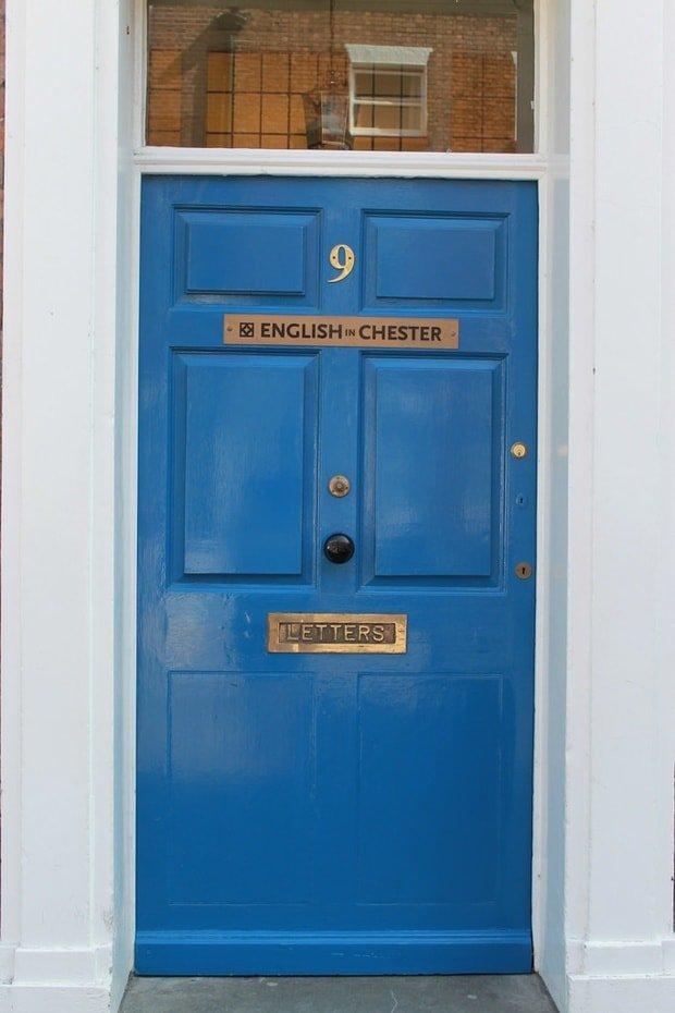 angielski niebieski drzwi