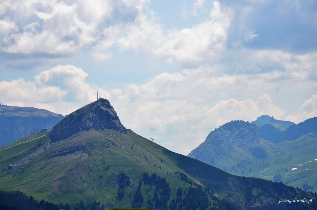 szczyt a na niej wyciąg narciarski