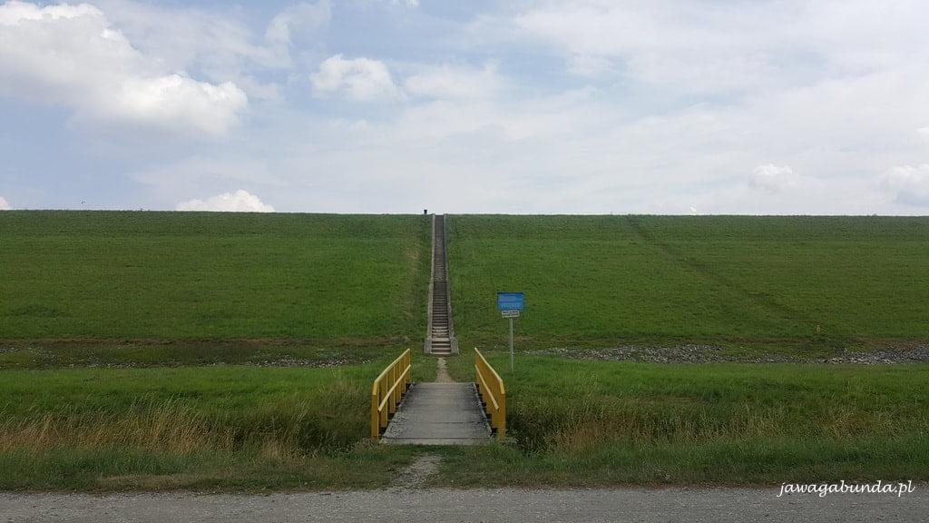 schody na zaporę