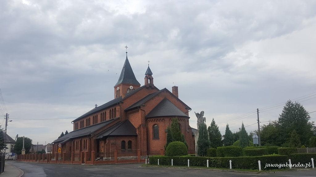 ceglasty kościół w Szczedrzyku