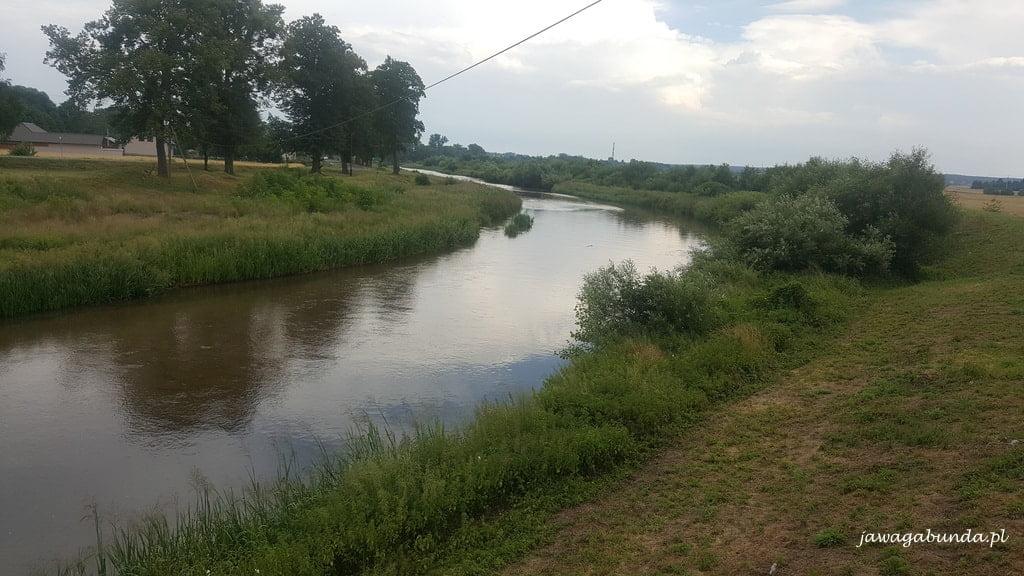 widok z góry na rzekę